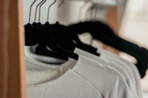 minimalizm w szafie, minimalizm
